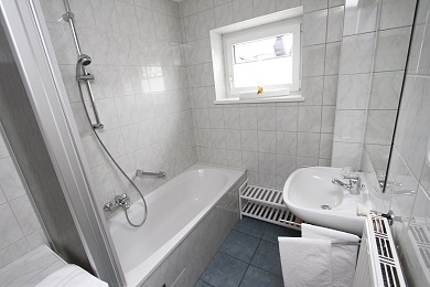 Bathroom 2 with bath Holiday apartment 4 Elisabeth apartments