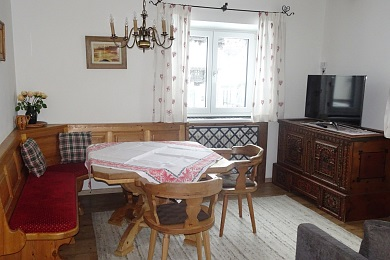 Cosy dining area with views to the town in holiday apartment 5, Elisabeth apartments