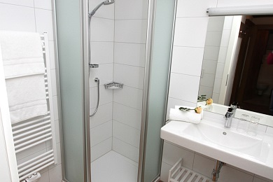 Contemporary bathroom -Elisabeth apartments Kitzbühel